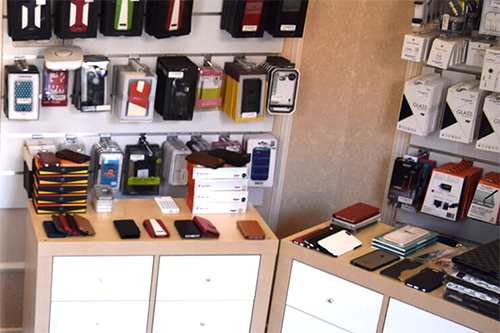 accesoires-in-showroom-bij-iPhoneRepair-Thorn